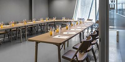 Table pliante polyéthylène - Chaise et banc pliant